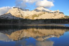 Morning lake and mountain Royalty Free Stock Photos
