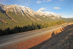 Morning mountain and highway Royalty Free Stock Photos