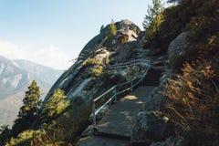 Moro skała w sekwoja parku narodowym, sceniczny wycieczkuje ślad, Kalifornia, usa obrazy stock