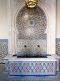 moroccan фонтана крыл типичную черепицей Стоковая Фотография RF