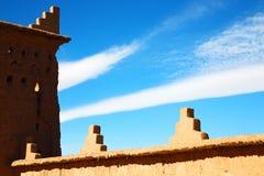 moroccan gammal vägg och tegelsten i antikvitet Royaltyfri Bild