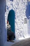 moroccan sitting för dörröppningsman Royaltyfria Bilder