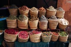 Moroccan stall för gata med torkade örter Royaltyfri Bild