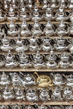 Moroccon Metallteekannen für Verkauf Stockfotos