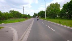 Mororbike-Bremsungs-Lufttrieb stock video footage