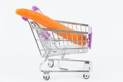 Morot i en shoppingvagn Royaltyfria Foton