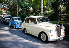 Morris acht Serien E auf Weinlese-Auto-Parade Stockbilder