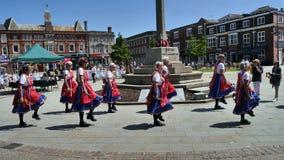 Morris Dancers die bij een de Zomerfestival presteren in Exmouth Engeland Juni 2018 stock fotografie
