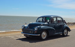 Morris Minor azul clássico 1000 Fotos de Stock Royalty Free