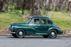 Morris Minor Sedan 1955 lizenzfreie stockfotos