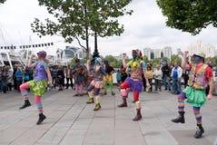 Morris Tänzer führen beim Southbank durch lizenzfreie stockbilder