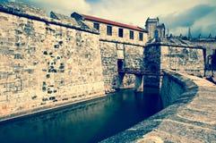 Morro城堡,守卫入口对哈瓦那海湾,哈瓦那,古巴的标志的堡垒 免版税库存照片