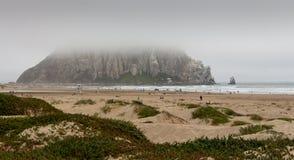 Morro-Bucht im Nebel stockbilder
