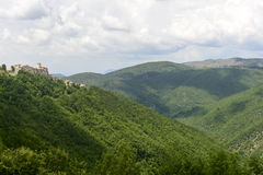 Morro Reatino, village italien Photographie stock libre de droits