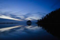 Morrorots en Morro-Baai bij zonsondergang stock foto