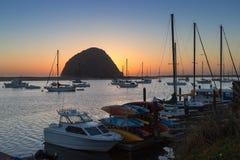 Morrorots in zonsondergang bij Morro-Baai, Californië royalty-vrije stock fotografie