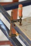 Morsetti sullo scraffolding Fotografie Stock Libere da Diritti