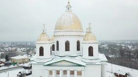 Morshanskstad Rusland Het Ipatiev-Klooster is een mannelijk klooster, gelegen aan de bank van de Kostroma-Rivier enkel tegenover  stock footage