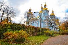 Morska katedra St Nicholas i objawienie pańskie w żółtym jesieni Pa Zdjęcie Royalty Free