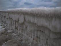 Morski moorage w brudnym lodzie w zimie Zdjęcie Stock