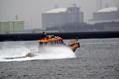 Morski Pilotsboat podnosić w górę ładunku od Northsea zdjęcie stock