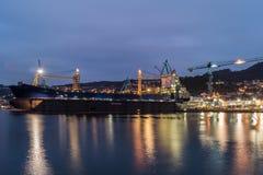 Morski przemysł w Vigo przy nocą obrazy royalty free