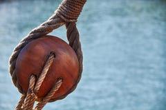 Morski tło, żeglowanie łodzi pulley fotografia stock