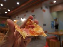 Morso della pizza fotografia stock libera da diritti