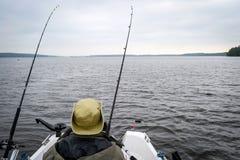 Morsure de attente de poissons de pêcheur à la ligne Photo libre de droits