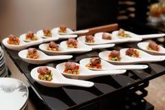 Morsures de boeuf de rôti avec des légumes Images stock