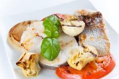 morszczuka piec na grillu plasterek zdjęcie royalty free