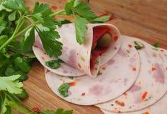 Mortadelle d'†italien délicieux de déjeuner la «, olives, fromage, a mariné le paprika, herbes photo stock