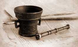 Mortaio bronzeo antico Fotografia Stock Libera da Diritti