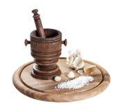 Mortaio di legno con le spezie Fotografie Stock Libere da Diritti