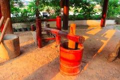 Mortaio di legno tradizionale del riso - artigianato fatto a mano immagine stock libera da diritti