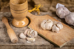 Mortar and pastle with garlic Royalty Free Stock Photography
