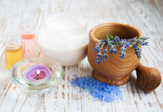 Mortar and pestle with lavender salt Royalty Free Stock Photos