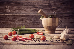 Mortar and pestle with pepper and spices Royalty Free Stock Photos