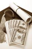 Mortarboard y dólar negros Imagenes de archivo