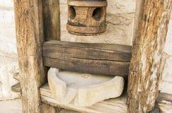 Mortero de madera viejo para el primer del cereal Foto de archivo libre de regalías