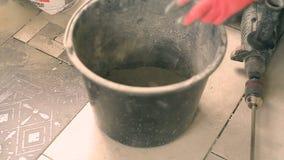 Mortero de mezcla en un cubo metrajes
