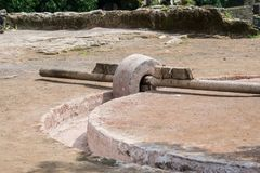 Mortero medieval de la mezcla del material de construcción de la India Fotos de archivo libres de regalías