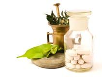 Mortero y botella de la farmacia Imagen de archivo libre de regalías