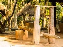 Mortero y maja de madera para el arroz de pulido Imagen de archivo libre de regalías