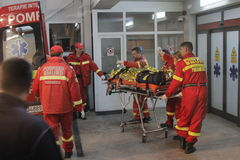 27 morti in fuoco del night-club di Bucarest Colectiv Immagini Stock