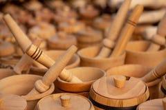 Mortier et pilon en bois images stock