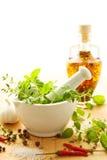 Mortier met ingrediënten stock afbeelding