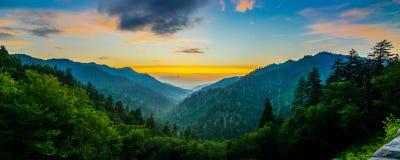 Mortons Overloo, μεγάλα καπνώδη βουνά