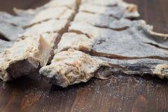 Morue salée sec sur le fond en bois brun Photographie stock libre de droits