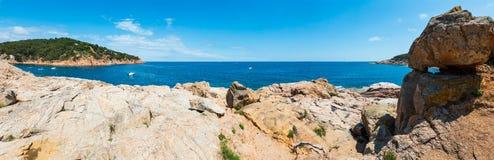 Morza Śródziemnomorskiego skalisty wybrzeże, Hiszpania Obrazy Stock